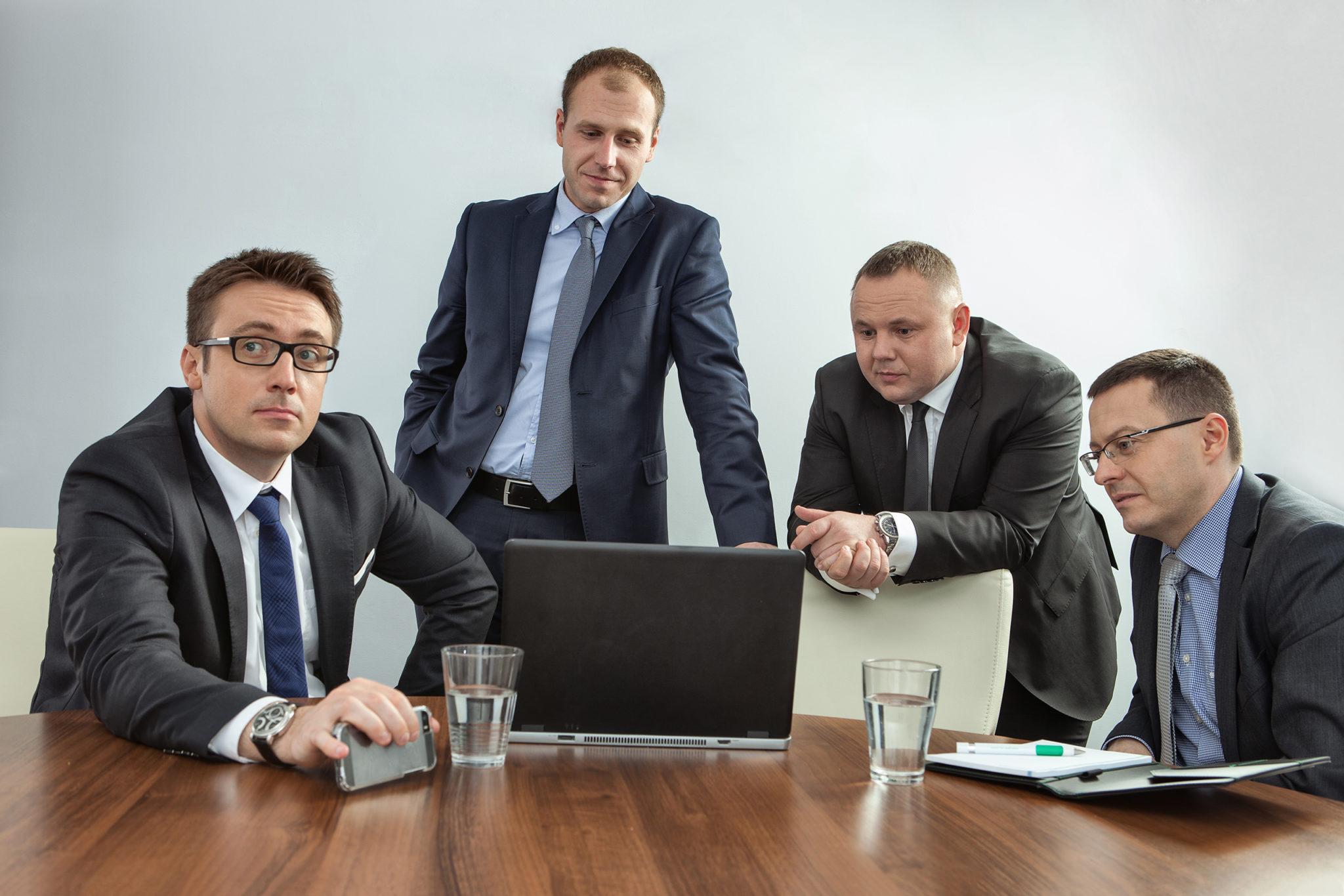 zdjęcia pracowników, fotografia korporacyjna studyjna kraków warszawa poznań wrocław